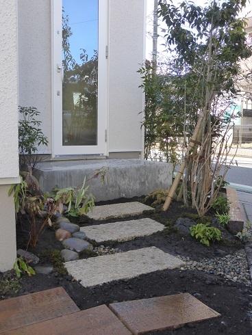 古い街並みと、庭づくり。_e0356655_19010602.jpg