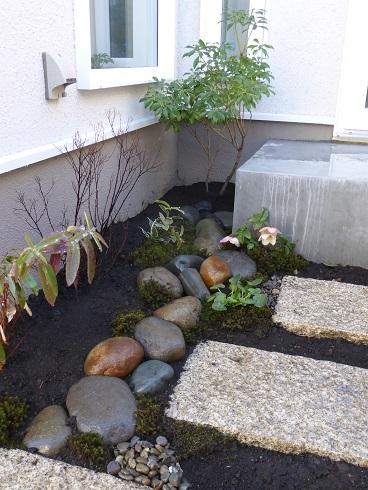 古い街並みと、庭づくり。_e0356655_19012557.jpg