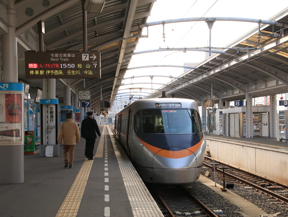 JR四国撮り鉄 高松駅にて!_d0202264_13365561.jpg