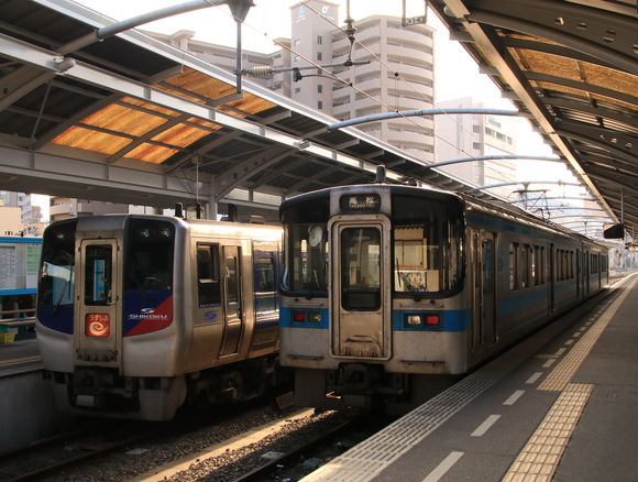 JR四国撮り鉄 高松駅にて!_d0202264_13371463.jpg