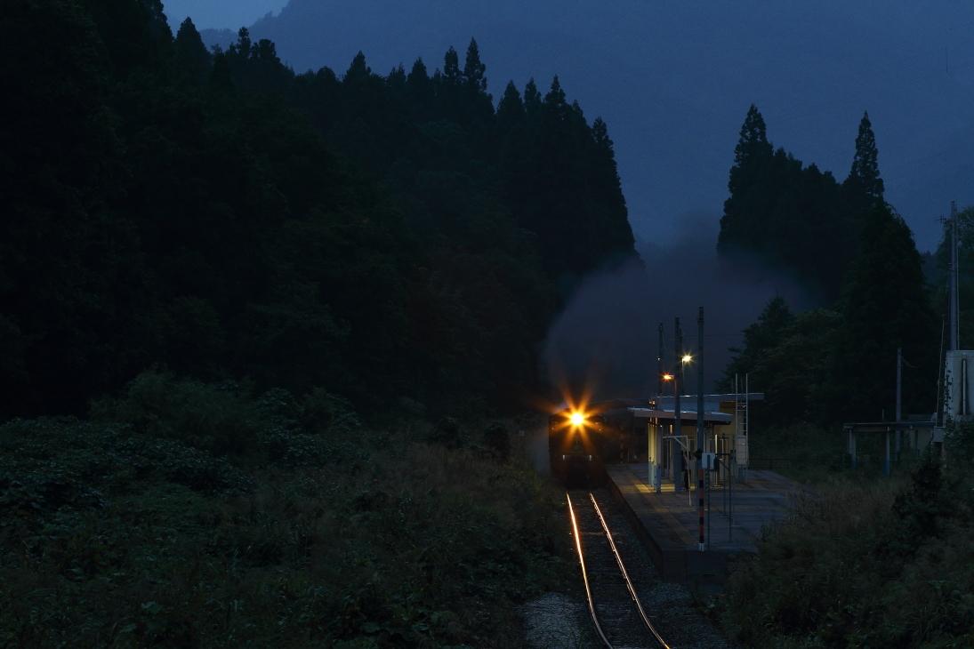 夜に光る - 磐越西線 -_b0190710_23075390.jpg