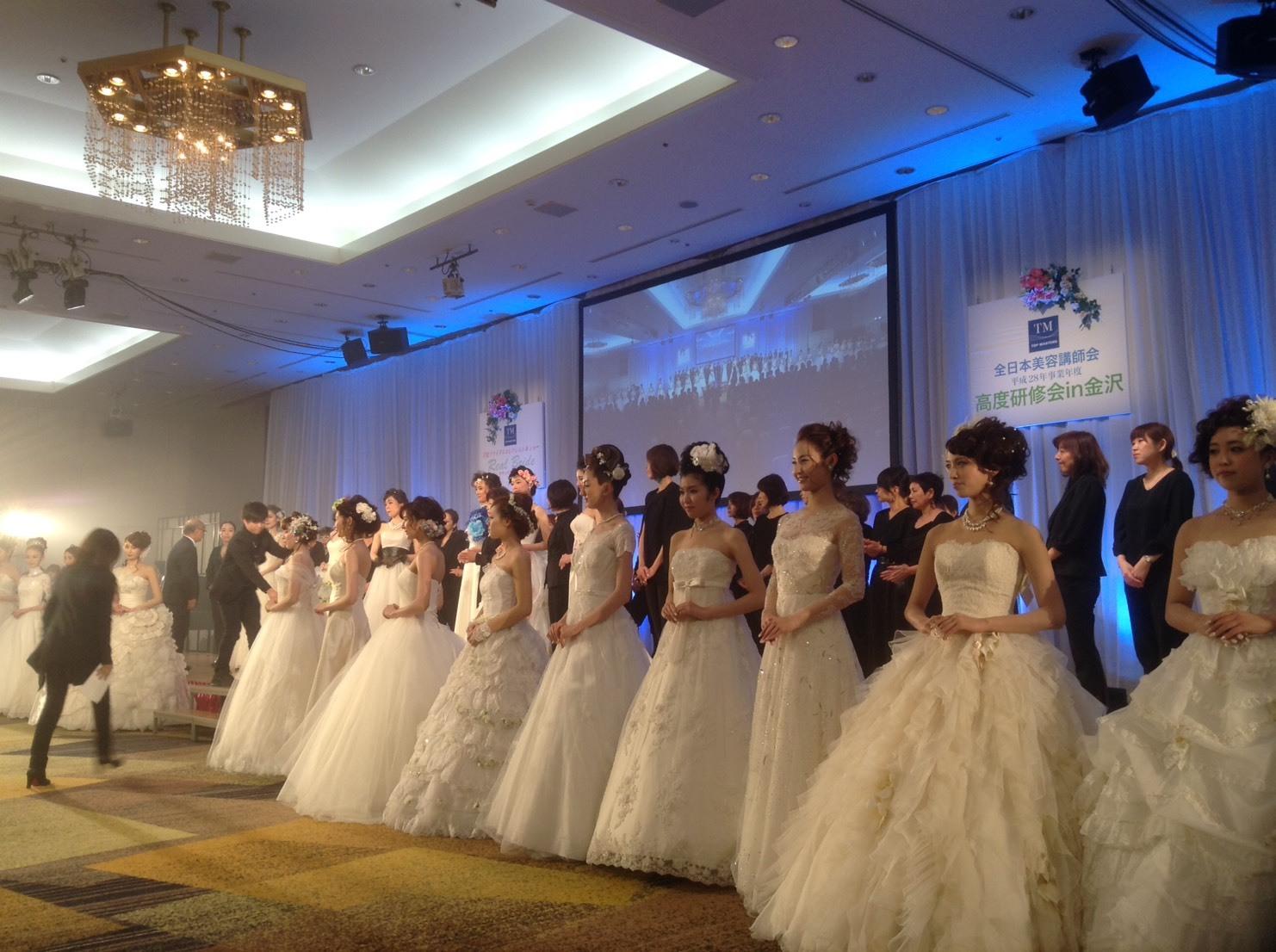 美容組合高度研修in金沢にて行われたコレクション形式のブライダルイベント_a0327601_14023626.jpg