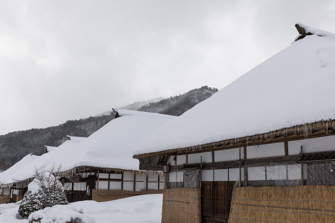 雪の大内宿の茶色のつらら_a0158797_23043525.jpg
