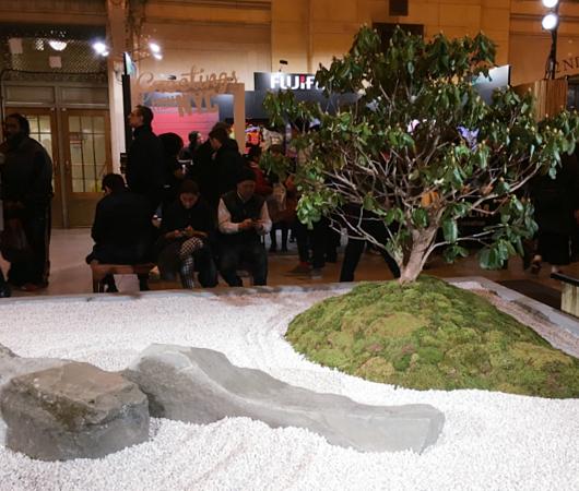 なぜNYの駅構内に日本の石庭?_b0007805_21475574.jpg