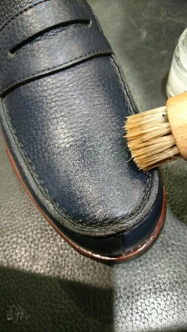 シボ革の靴には_b0226322_10565314.jpg