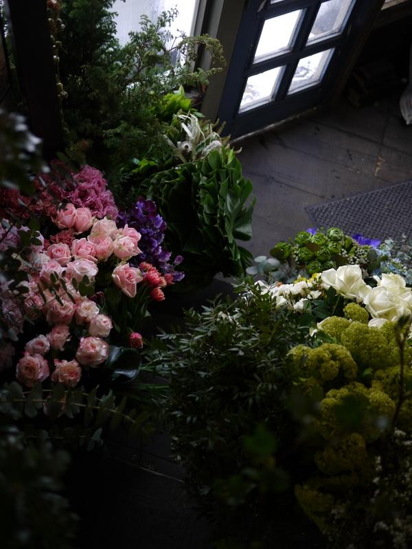 2017/03/08と3/10の店内の様子とお花。_b0171193_15365654.jpg