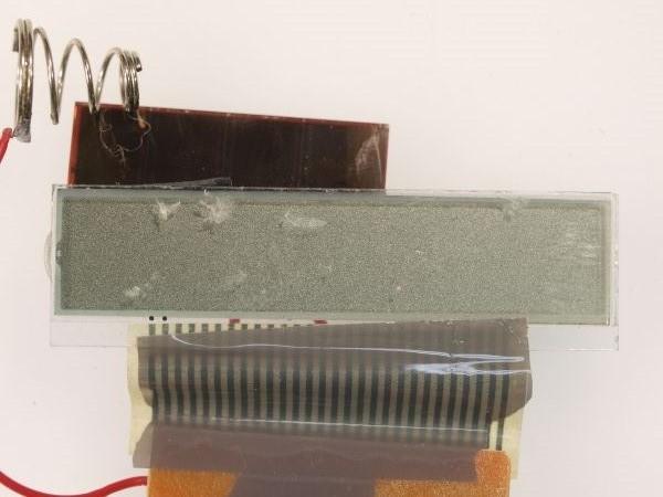 電卓の液晶ディスプレイから偏光板を外してみる_c0164709_20591776.jpg