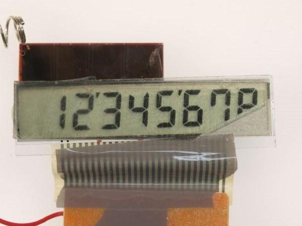 電卓の液晶ディスプレイから偏光板を外してみる_c0164709_20593970.jpg