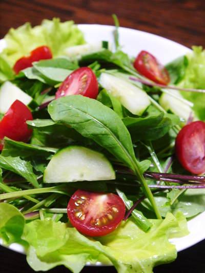農薬や消毒を一切せずに育ったサラダ用の水耕栽培の生野菜を大好評販売中!_a0254656_17522149.jpg