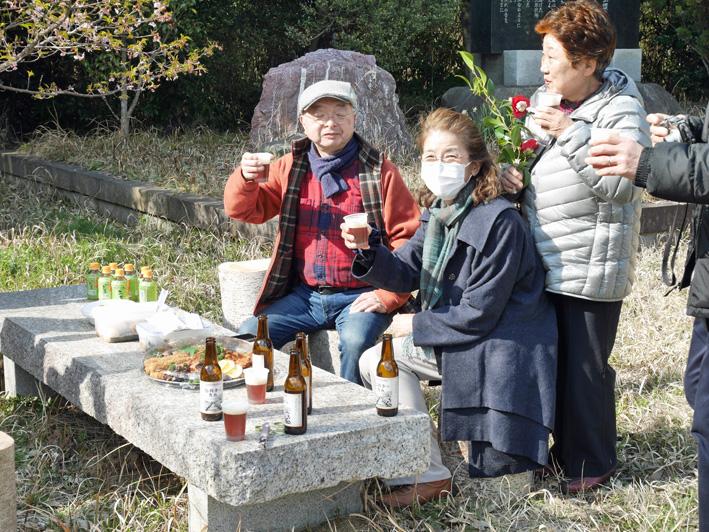乾杯は北鎌倉の恵み:野口初太郎翁頌徳碑建立地で花見①_c0014967_13143373.jpg