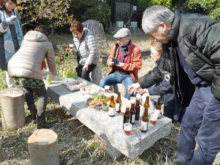 乾杯は北鎌倉の恵み:野口初太郎翁頌徳碑建立地で花見①_c0014967_13144321.jpg