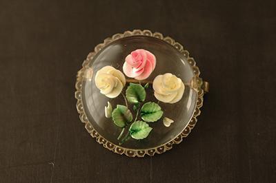 ルーサイト製 薔薇のラウンド型ブローチ_b0249281_1221898.jpg