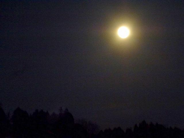まんまる満月_c0165589_7141827.jpg