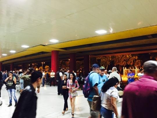 ハバナの空港で両替を  _a0103940_03565788.jpg