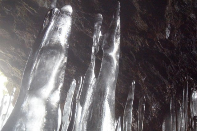 2017年3月14日(水) カルルス洞窟  氷筍_a0345007_1611994.jpg