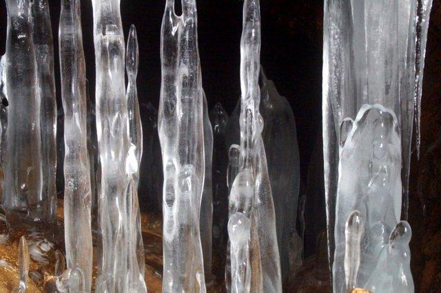 2017年3月14日(水) カルルス洞窟  氷筍_a0345007_16161282.jpg