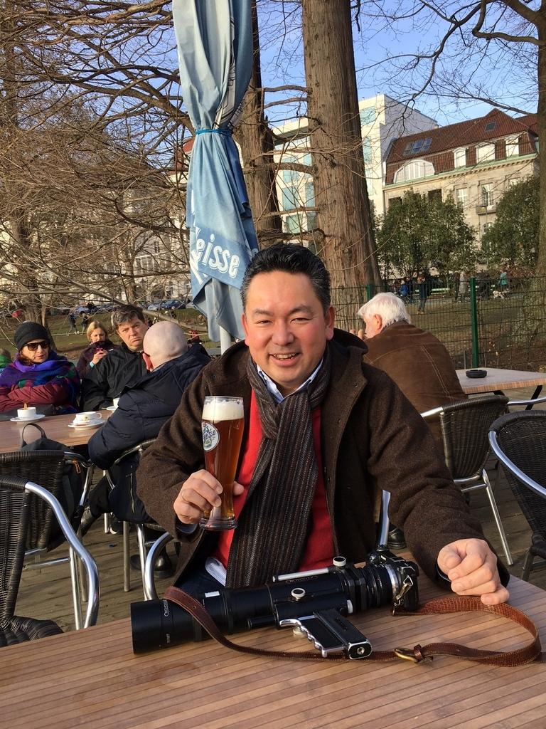 ときどき春を感じる近頃のベルリン、湖畔のカフェテラスにて。_c0180686_18474081.jpg