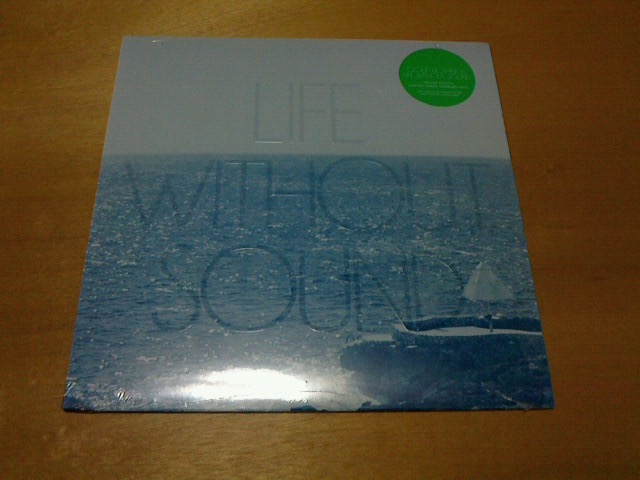ちょっと前と本日到着レコ〜 Life Without Sound / Clound Nothing_c0104445_23425643.jpg