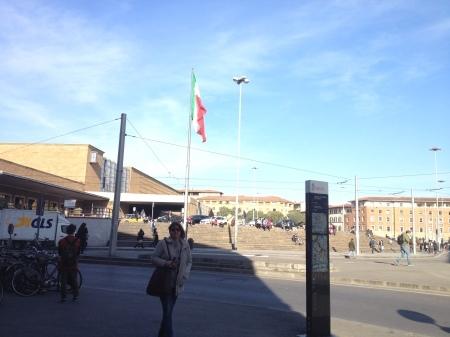 私の好きなあのアランチーニがフィレンツェ駅前のバールにあります!!_a0136671_02143267.jpg