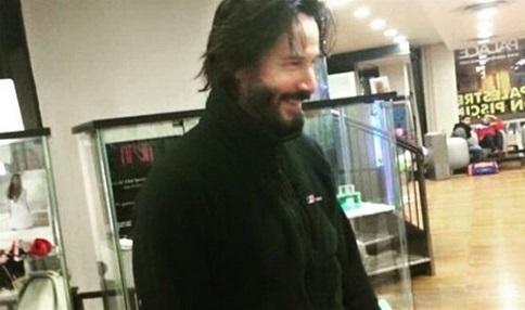 キアヌ・リーブス、ローマの病院へ(Keanu Reeves all'ospedale di Roma)_e0059574_034353.jpg