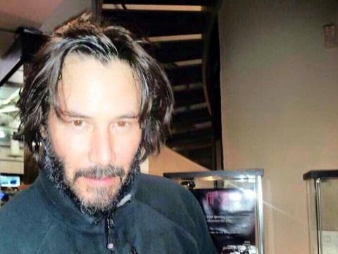 キアヌ・リーブス、ローマの病院へ(Keanu Reeves all'ospedale di Roma)_e0059574_0344917.jpg