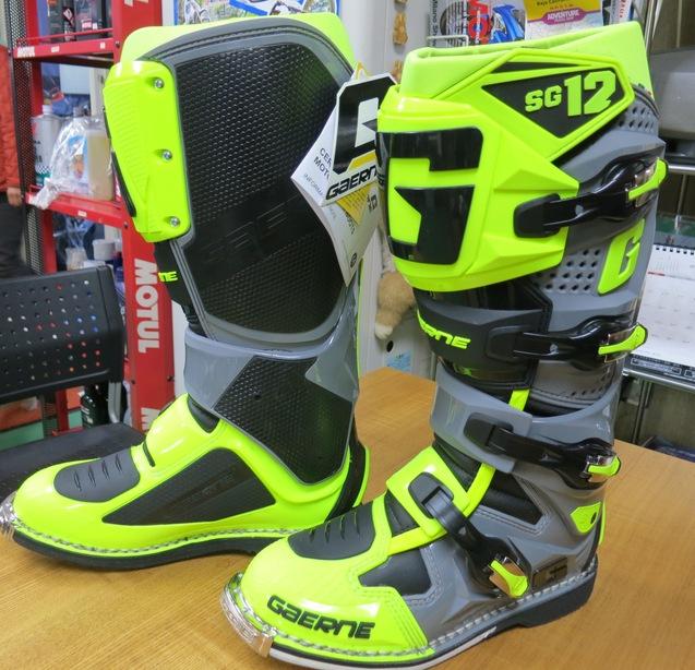 眩しいのは、ブーツ!_d0111435_15183067.jpg