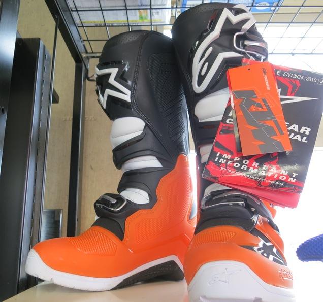 眩しいのは、ブーツ!_d0111435_15214481.jpg