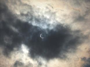 ランと日食_e0371017_11443821.jpg