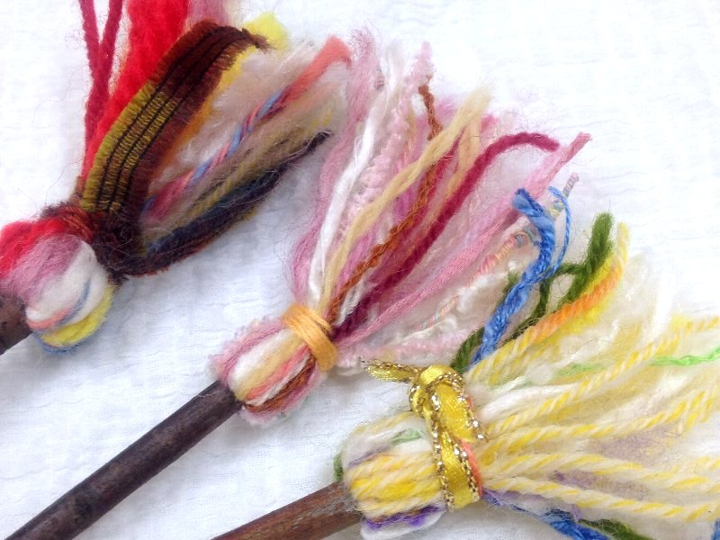 ☆レシピ・枝と毛糸で作る、ちっちゃな飾りホウキ☆_c0092953_1058338.jpg