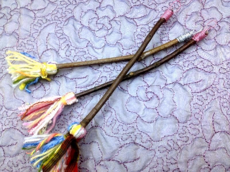 ☆レシピ・枝と毛糸で作る、ちっちゃな飾りホウキ☆_c0092953_1105061.jpg