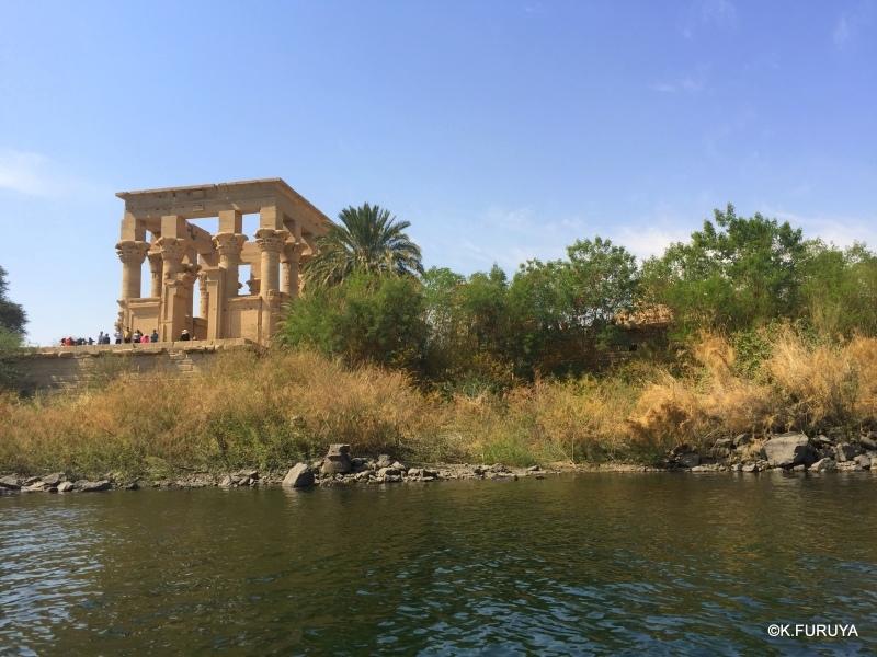 """遺跡の島""""フィラエ島"""" その2 レリーフが美しいイシス神殿 _a0092659_00163403.jpg"""