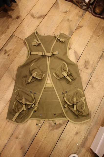 D DAY ASSAULT VEST_d0121303_21142367.jpg