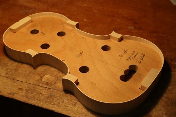 もう1台のヴァオリン、製作中です。_d0047461_2525636.jpg