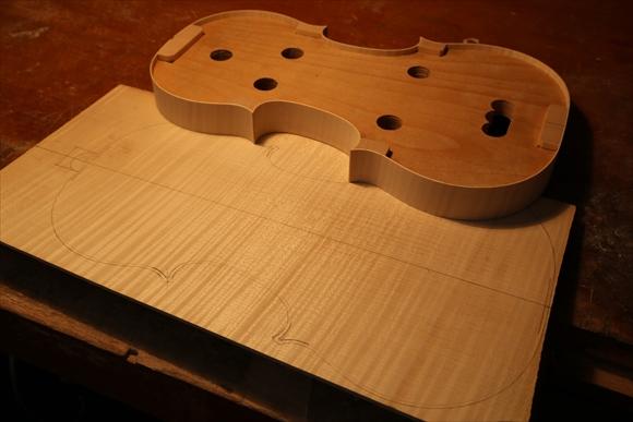 もう1台のヴァオリン、製作中です。_d0047461_2592951.jpg