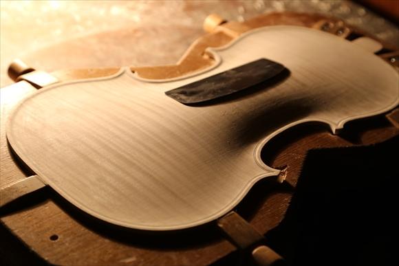もう1台のヴァオリン、製作中です。_d0047461_312888.jpg