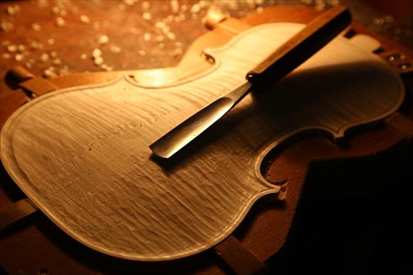 もう1台のヴァオリン、製作中です。_d0047461_375423.jpg
