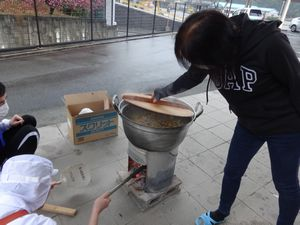 炊き出し訓練_a0154110_14465959.jpg