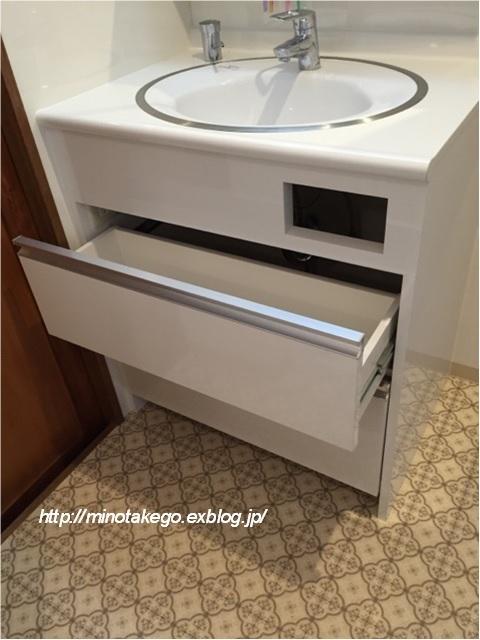 コンセントの位置だけで変化する洗面台の機能_e0343145_23030385.jpg