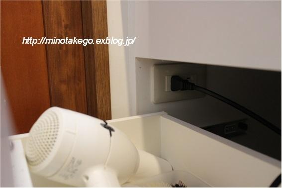 コンセントの位置だけで変化する洗面台の機能_e0343145_23231986.jpg