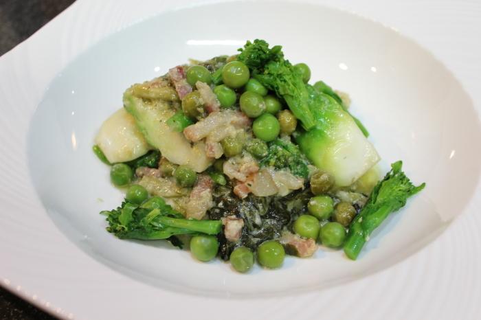 ソーセージのピクルスマスタードソース添えと、春野菜のクリーム煮_a0223786_14114625.jpg