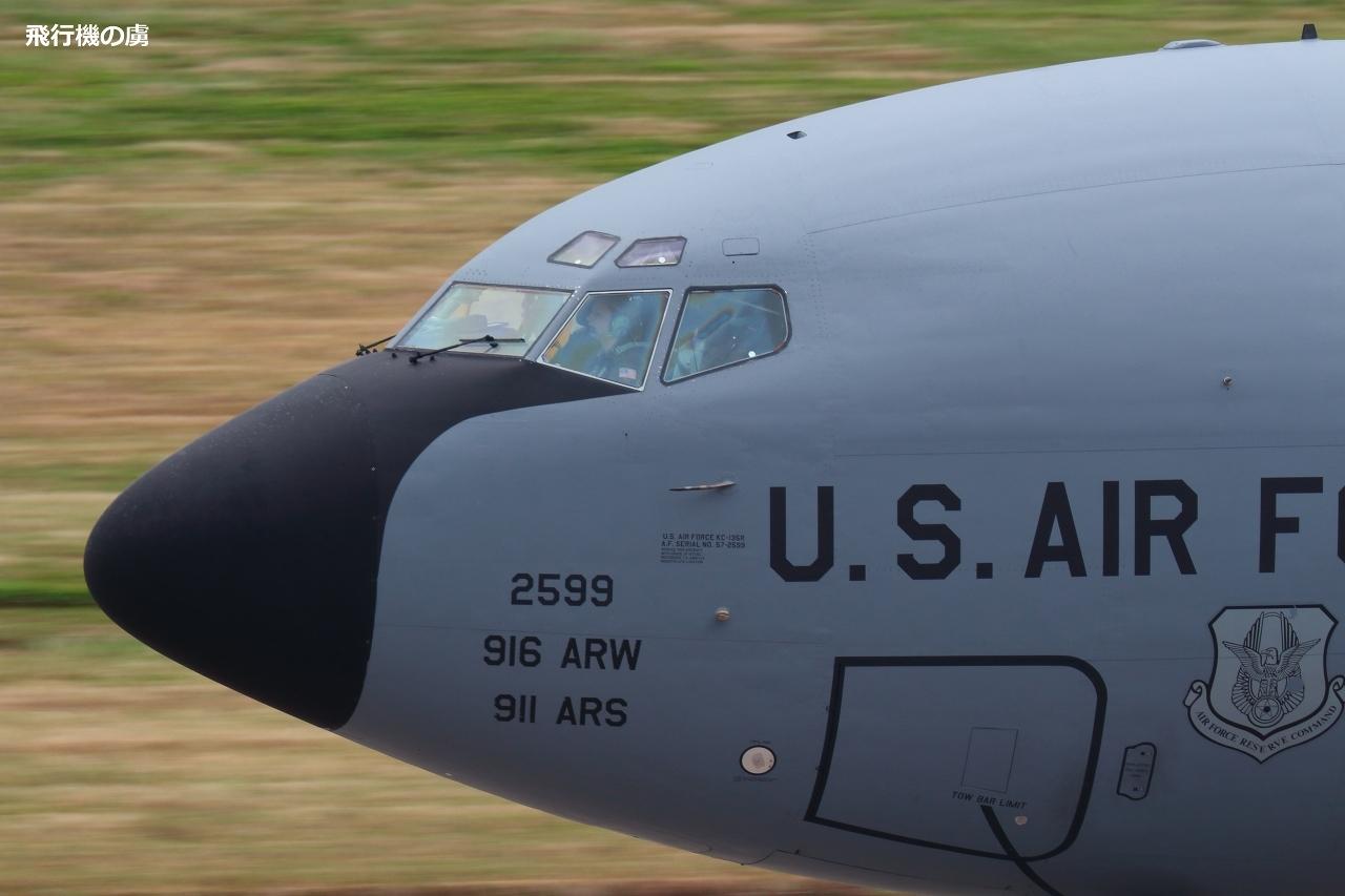 空中給油機に女性パイロット  KC135  アメリカ空軍_b0313338_21191631.jpg