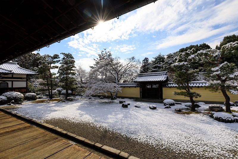 等持院の爽やかな雪景色_f0155048_2219587.jpg