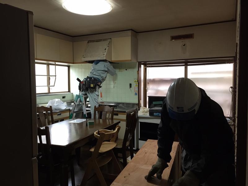 解体工事が始まりました。_b0131012_09081612.jpg