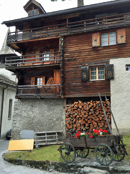 雨のグリメンツ スイス_f0179404_20250899.jpg