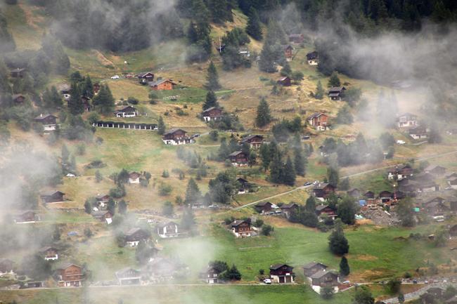 雨のグリメンツ スイス_f0179404_20264302.jpg