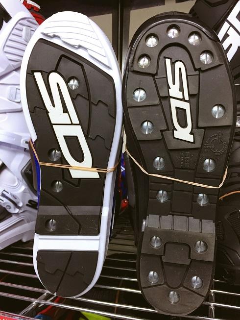 SIDIの新型「CROSS FIRE3」ブーツ入荷しました!_f0062361_125152100.jpg