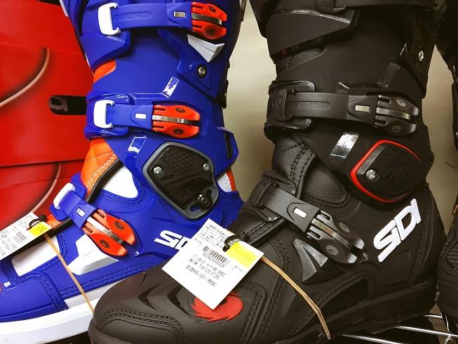SIDIの新型「CROSS FIRE3」ブーツ入荷しました!_f0062361_12515483.jpg