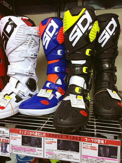 SIDIの新型「CROSS FIRE3」ブーツ入荷しました!_f0062361_12515697.jpg