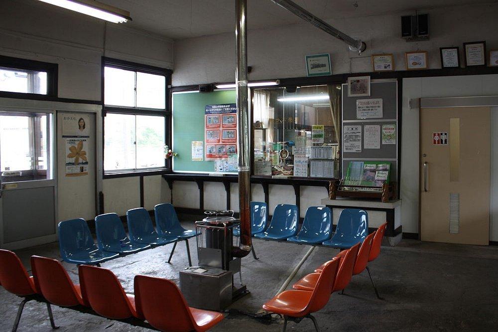 JR母恋駅(ぼこいえき)_c0112559_08383800.jpg