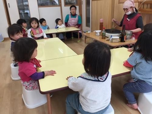 0歳児 ひよこ組  ふりかけ作りクッキング_c0151262_10112510.jpg